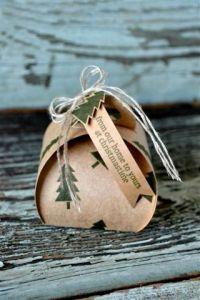 15 - Christmas Gift Box - Allison Okamitsu